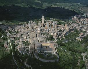 サンジャミーノの街(航空写真) イタリアの写真素材 [FYI04014595]
