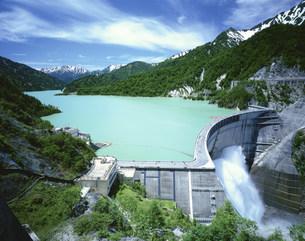 立山連峰と黒四ダムの写真素材 [FYI04014813]