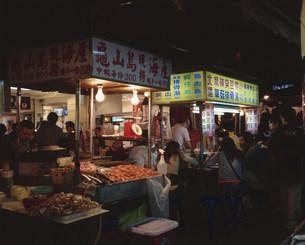 饒河街観光夜市の写真素材 [FYI04016266]
