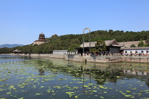 頤和園 昆明湖 水木自親と仏香閣の写真素材 [FYI04016489]