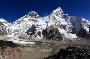 カラパタールよりエベレスト山群の写真素材 [FYI04016727]