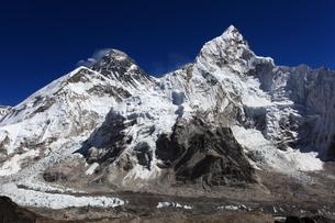 カラパタールよりエベレスト山群の写真素材 [FYI04016728]