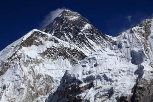カラパタールよりエベレスト山群の写真素材 [FYI04016731]
