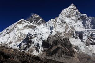 カラパタールよりエベレスト山群の写真素材 [FYI04016733]