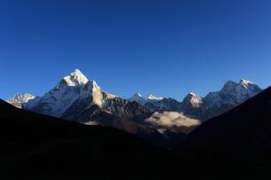 アマダブラムとヒマラヤの山々の写真素材 [FYI04016738]