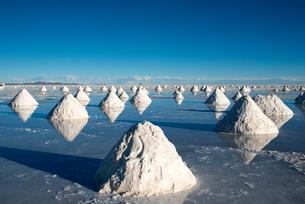 コルチャニ村の塩採掘場の写真素材 [FYI04016782]