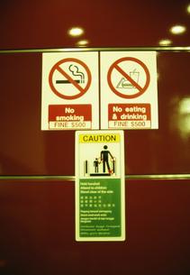 地下鉄の看板の写真素材 [FYI04016905]