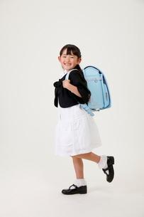 ランドセルを背負った女の子の写真素材 [FYI04018606]