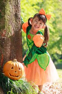 ハロウィン衣装を着た女の子の写真素材 [FYI04018645]