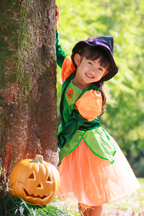 ハロウィン衣装を着た女の子の写真素材 [FYI04018647]