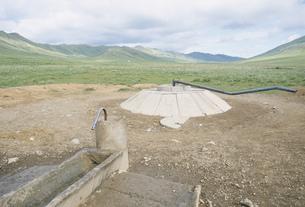 草原の井戸の写真素材 [FYI04019023]