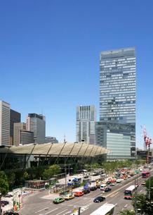 東京駅八重洲口と街並の写真素材 [FYI04019284]