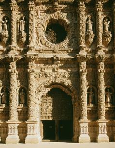 サカテカス大聖堂正面のレリーフの写真素材 [FYI04019389]