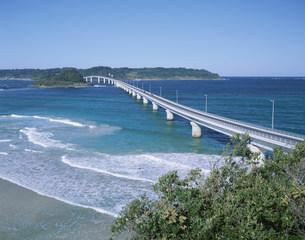 角島大橋の写真素材 [FYI04019794]