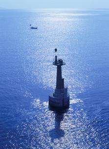 青く輝く海と灯台 東和町 山口県の写真素材 [FYI04019909]