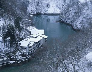 雪の大牧温泉の写真素材 [FYI04020305]