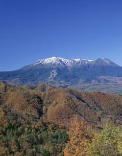 秋の開田高原と御嶽山の写真素材 [FYI04020962]