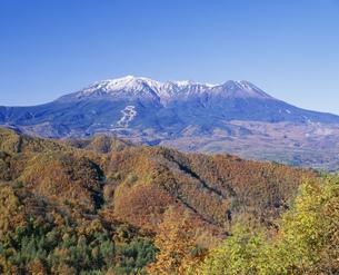 秋の開田高原と御嶽山の写真素材 [FYI04020969]