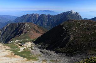 藪沢カールと甲斐駒ケ岳の写真素材 [FYI04021143]