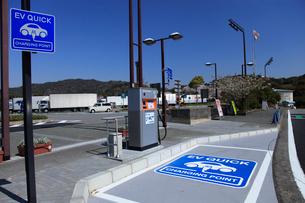 電気自動車充電スタンドの写真素材 [FYI04021555]