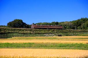 小海線の普通列車の写真素材 [FYI04021841]