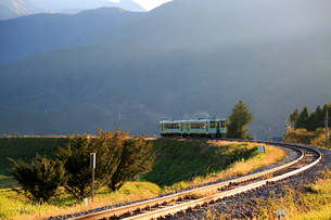 小海線の普通列車の写真素材 [FYI04021894]