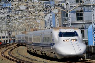 浜松駅を通過する新幹線の写真素材 [FYI04022457]
