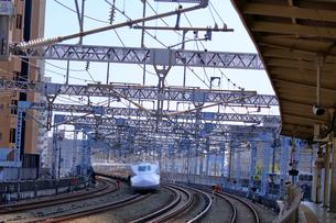 浜松駅を通過する新幹線の写真素材 [FYI04022461]