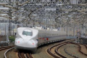 浜松駅を通過する新幹線の写真素材 [FYI04022464]