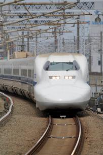 浜松駅を通過する新幹線の写真素材 [FYI04022466]