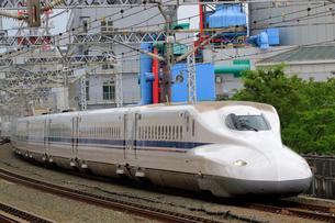 浜松駅を通過する新幹線の写真素材 [FYI04022508]