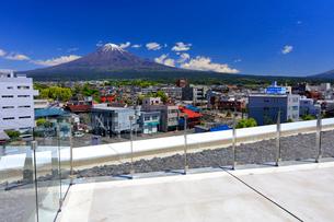 静岡県富士山世界遺産センター 展望ホールからの富士山の写真素材 [FYI04022658]