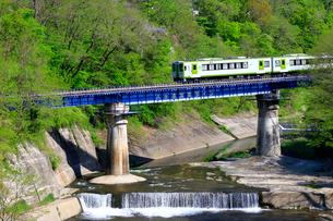 小海線の列車の写真素材 [FYI04022700]
