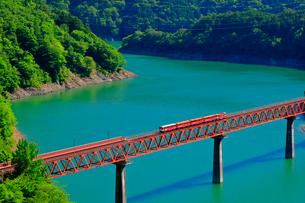 大井川鉄道井川線 奥大井レインボーブリッジの写真素材 [FYI04022826]