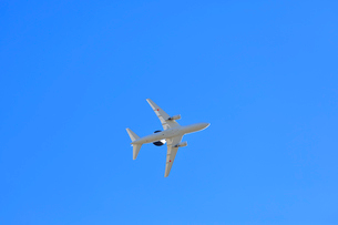 青空を飛行するエーワックス AWACSの写真素材 [FYI04023018]
