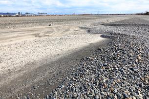 瀬切れして川の表流水が消失した安倍川の写真素材 [FYI04023032]
