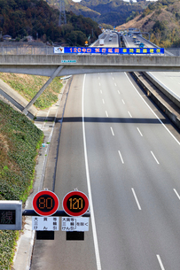 新東名高速 最高速度120km標識の写真素材 [FYI04023062]
