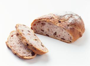 クルミとレーズンのパンの写真素材 [FYI04023381]