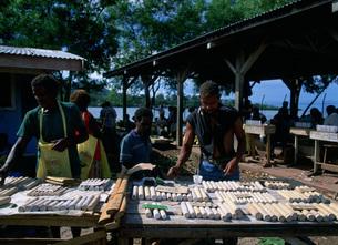 市場で石灰を売るの写真素材 [FYI04023479]