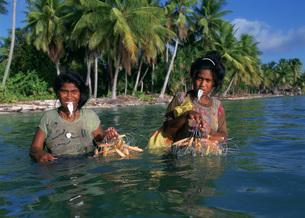 口を使う漁法の写真素材 [FYI04023501]