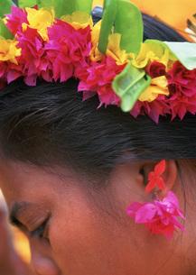 花の耳飾りの写真素材 [FYI04023534]