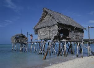 水上家屋とトイレ 1月 キリバス共和国の写真素材 [FYI04023559]