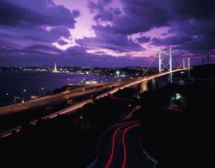めかり公園より望む関門橋の夜景の写真素材 [FYI04023724]