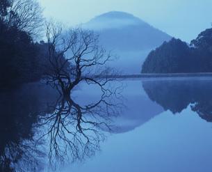 湖面の写真素材 [FYI04023751]