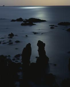 月光の青海島の写真素材 [FYI04023752]