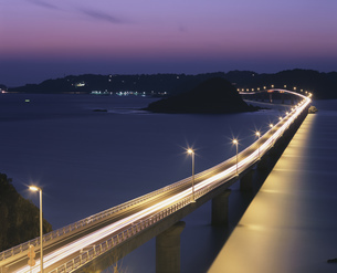 角島大橋夕景の写真素材 [FYI04023780]