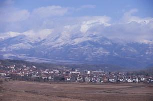 コチェリノヴォ村より望むリラ山脈の写真素材 [FYI04024553]