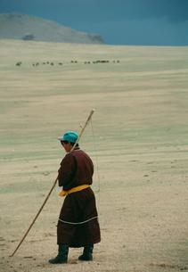 ウルガを持った遊牧民の写真素材 [FYI04024683]