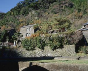 石垣造りの集落の写真素材 [FYI04025279]