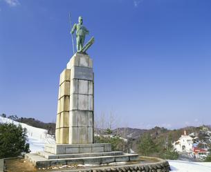 金谷山スキー場とレルヒ少佐像の写真素材 [FYI04026009]